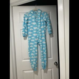 The children place cloudy costume and night wear
